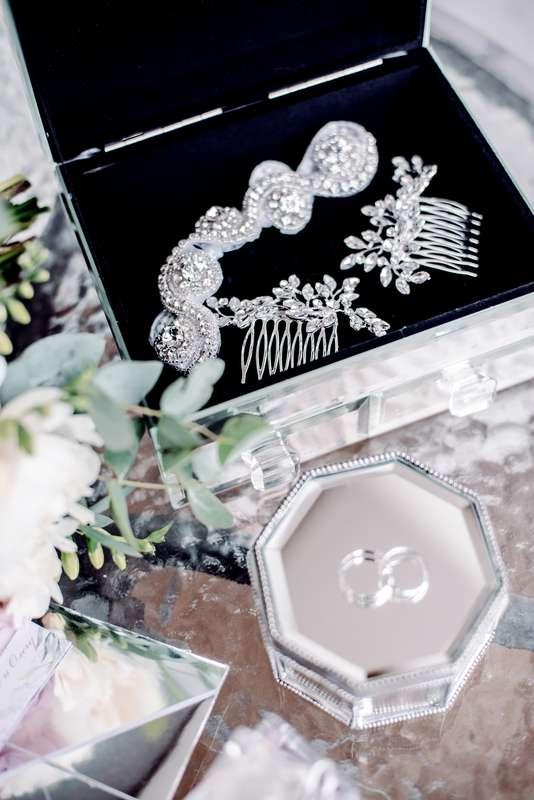 полиграфи, утро невесты, сборы невесты, детали, свадебные детали, декор, фотограф, свадебный фотограф, зеркальная свадьба, сиреневый, розовый - фото 16450880 Маслова Виктория - фотограф