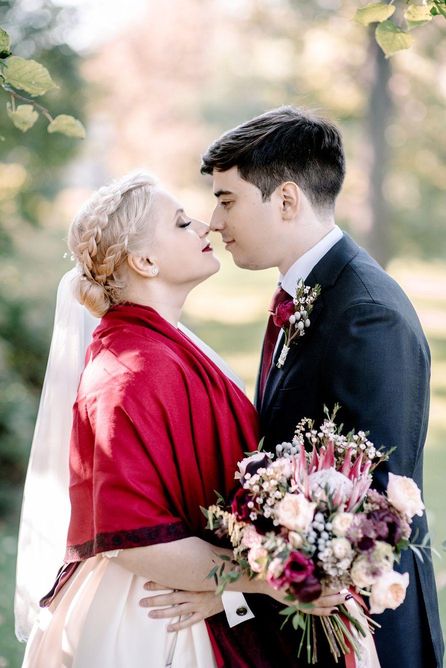 свадьба, свадьба осенью, жених, невеста, бордовый, фотограф, марсала, детали, букет невесты, утро невесты - фото 16451006 Маслова Виктория - фотограф
