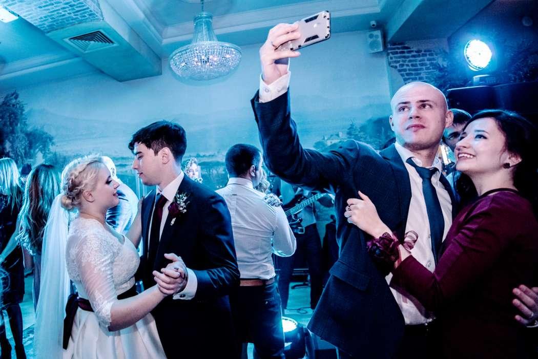 свадьба, свадьба осенью, жених, невеста, бордовый, фотограф, марсала, детали, букет невесты, репортаж, банкет - фото 16451046 Маслова Виктория - фотограф