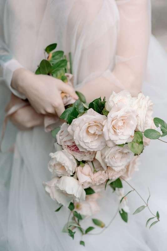 свадьба, свадьба за границей, белый, розовый, жених, невеста, свадебный фотограф, абхазия, сборы невесты, утро невесты, утро жениха, полиграфия, флористика, букет невесты - фото 17193546 Маслова Виктория - фотограф