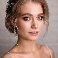 Золотой макияж. Широкие брови. Свадебный макияж для голубых глаз.