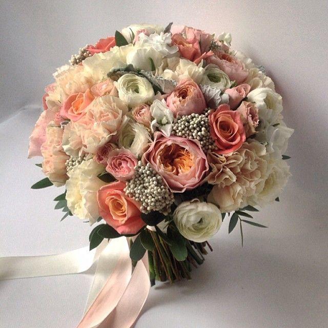 Свадебные букеты из французских розы и пионовидные, букета высокой