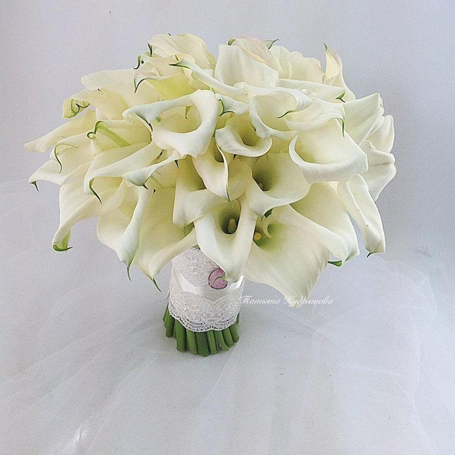 букет невесты из белых калл - фото 18457952 Цветочная мастерская Татьяны Кудряшовой