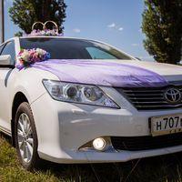 Трудно представить красивую свадьбу без свадебных машин.  Свадебному кортежу стоит уделить особое внимание, только так у Вас получится сделать свадьбу неповторимой.