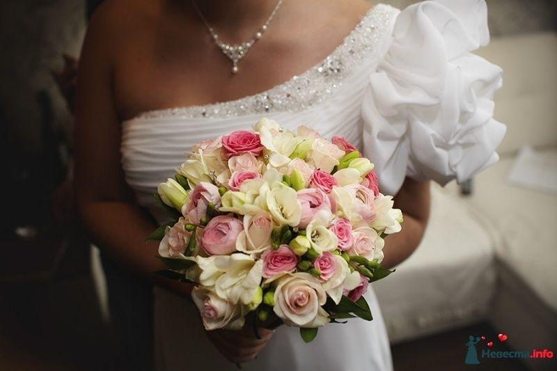 Букет невесты из белых фрезий и розовых роз  - фото 407831 Фотограф Андрей Завьялов