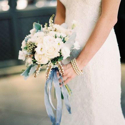 Букет невесты из сезонных цветов