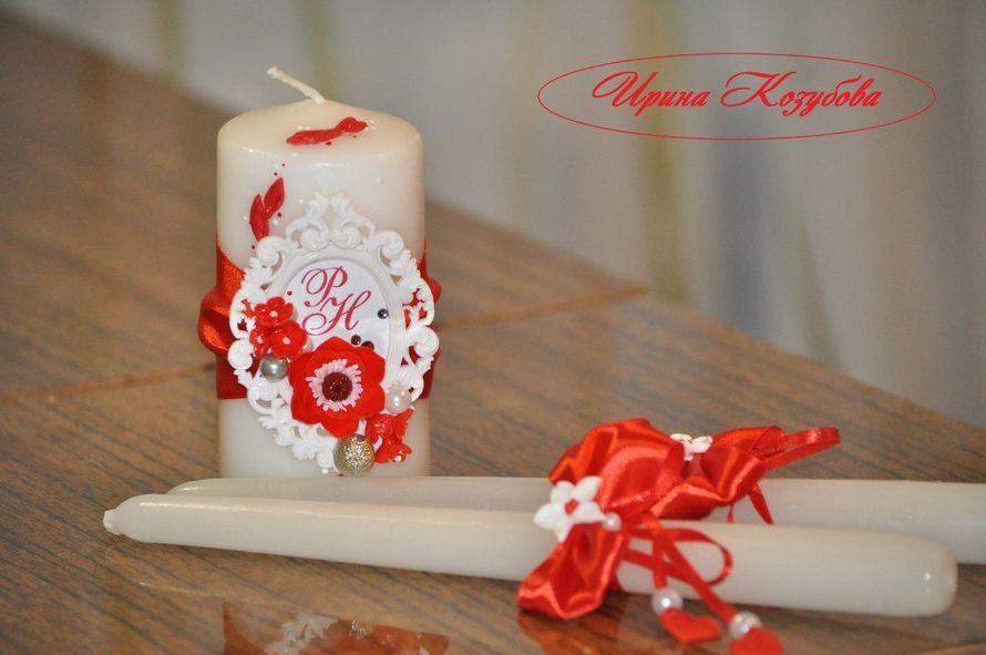 """Свадебные свечи """"Афродита"""" в красно-белом цвете с рамками и инициалами. - фото 7550198 Свадебные аксессуары от Ирины Козубовой"""