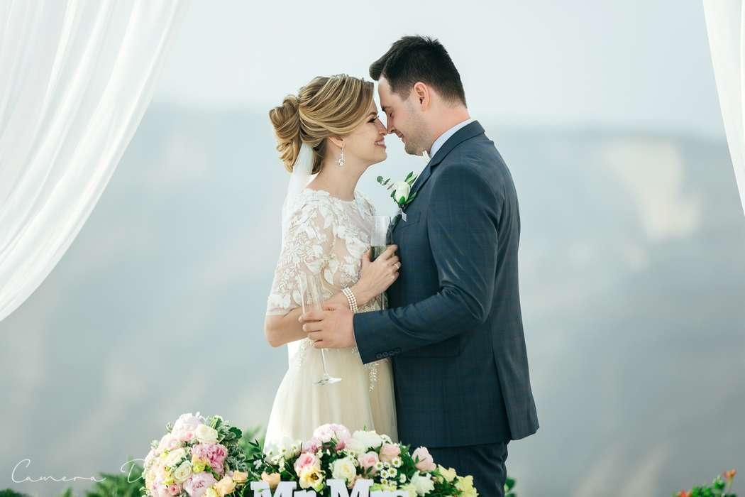 Свадьба на Санторини Макияж и прическа: Элина Захарова Фото: Ирина Спиру - фото 17974866 Невеста01