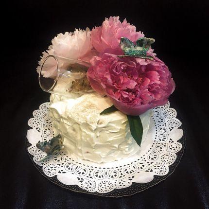 Кремовые торты с живыми цветами