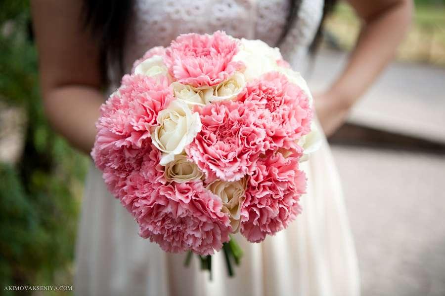 Букет невесты гвоздики розовые