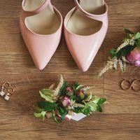 Утро невесты, сборы невесты, розовые туфли, пионы