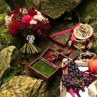 марсала, бордо, золотой, шкатулка с мохом, шкатулка для колец, кольца, виноград, гранатовая свадьба