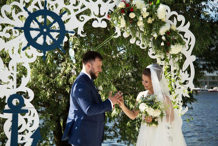 морская тема, морская свадьба, свадьба у воды, выездная регистрация, арка, синий - фото 15539730 Фото и видеосъёмка Fevish studio