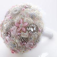 """Свадебный брошь-букет """"Анжелика"""" - сочетание нежного оттенка айвори и самого светлого розового. Цена букета - 6300 рублей."""