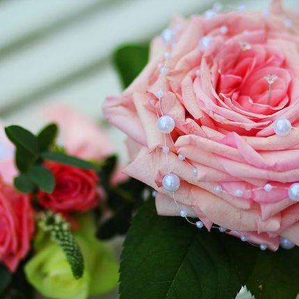 Подушечка для колец из живых роз