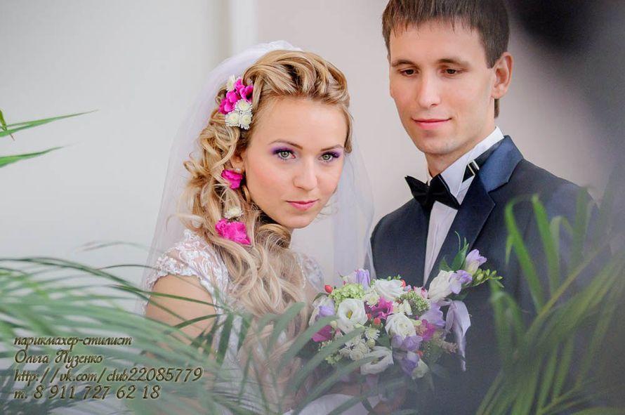 прическа с накладными иск. прядямями и живыми цветами - фото 595887 Свадебный стилист Ольга Пузенко