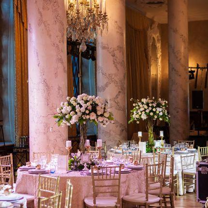 Высокие композиции на столы гостей