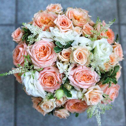 Букет невесты в бело-персиковой гамме
