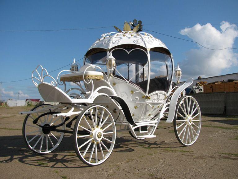 Единственная в Барнауле шикарная новая свадебная карета Золушка!  Отлично подойдет на свадьбу, предложение руки и сердца, романтическую прогулку, фотосессию и т.д.  Карета подойдет на свадьбу как летом, так и зимой! Стекла в летнее время снимаются, и  - фото 855183 Компания Роял Парк - аренда лимузинов