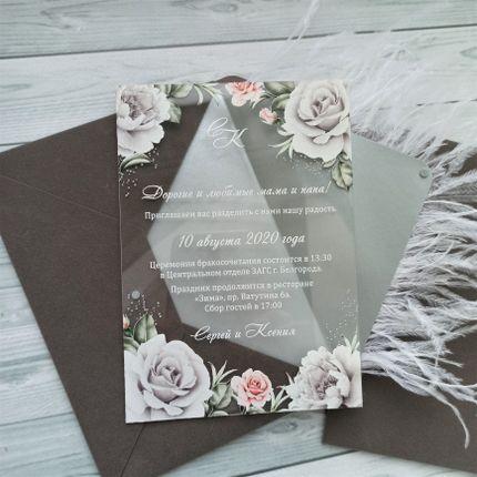 Прозрачные приглашения в бархатном конверте с перьями