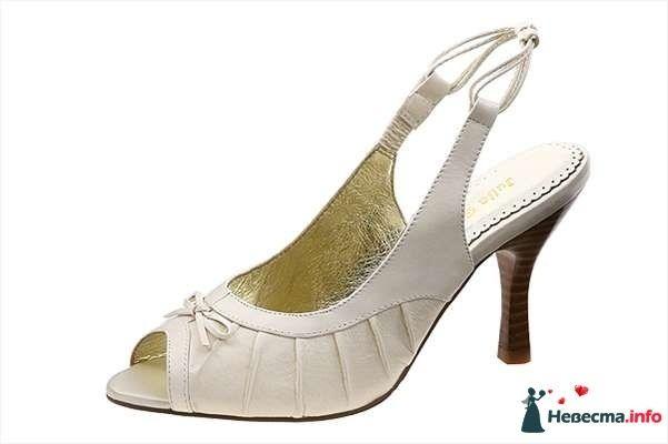 Белые босоножки на каблуке спереди бантик. - фото 92819 Невестушка