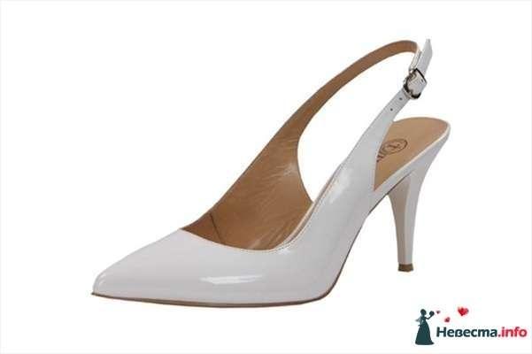 Нежно сиреневые  босоножки на каблуке сбоку на застежке. - фото 92822 Невестушка
