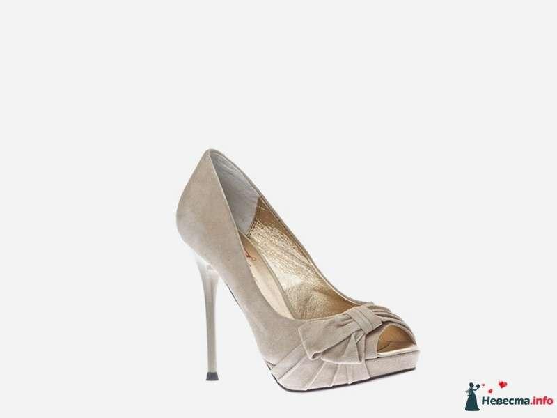 Бежевые замшевые туфли на высокой шпилькес открытым носком и украшенным бантиком - фото 92834 Невестушка