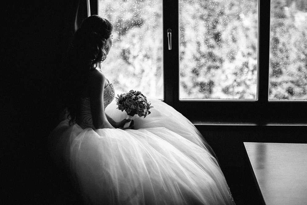 """""""Словно ландыш, в белом-белом...  Взмах ресниц - душа запела,  Трепеща от красоты  И от сбывшейся мечты."""" Фото Инна Птицына. С любовью к своей работе свадебный распорядитель Ирэм - фото 3797355 Свадебный распорядитель, выездной регистратор Ирэм"""