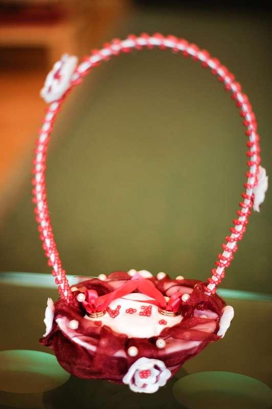Корзинка для колец с бордовым декором. - фото 1150661 Nastёna