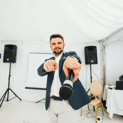 Проведение свадьбы, 5 часов + диджей и аппаратура, 6 часов