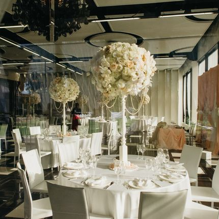 Композиции на столы гостей, искусственные цветы