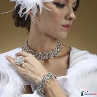 Роскошный комплект: короткое ожерелье, серьги и браслет