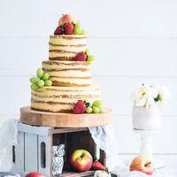 Торт с открытыми кордами, оформление фруктами.
