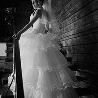 На Наринэ свадебное платье Джулия светло-кремового оттенка.