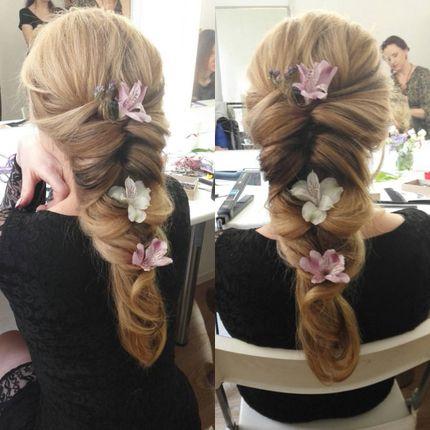 Макияж и причёска для гостей