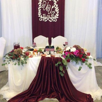 Свадебное оформление зоны молодых (президиума)