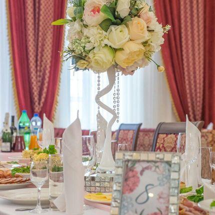 Оформление цветами гостевые столы