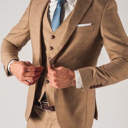 Бежевый мужской костюм-тройка