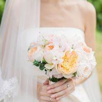 Нежный свадебный букет с пионовидными розами и латирусом  Фото: LK-PHOTO   лето 2015
