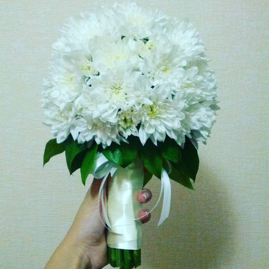 Свадебный букет-дублер из кустовой хризантемы, простой и недорогой. - фото 13357082 Флорист Светлана Зайцева
