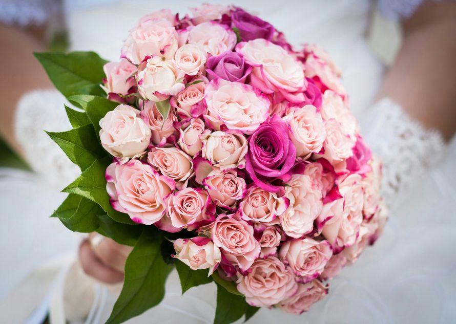 Свадебный букет из кустовой и одноголовой розы - фото 13357084 Флорист Светлана Зайцева