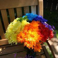Букет-дублёр из хризантем всех цветов радуги и статицы