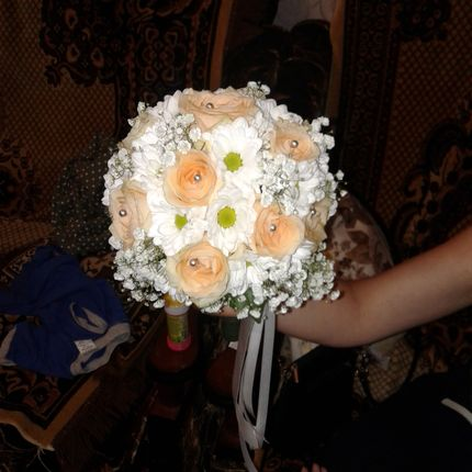 Букет невесты из роз и хризантем