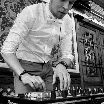 Ведущий и DJ на свадьбу + оборудование