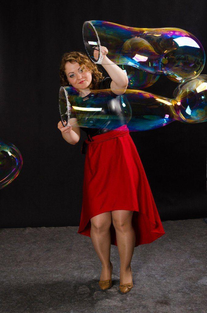 Заказ шоу на Ваш праздник по телефону 8-923-799-33-34 - фото 11100386 Шоу мыльных пузырей Евгении Коростелевой