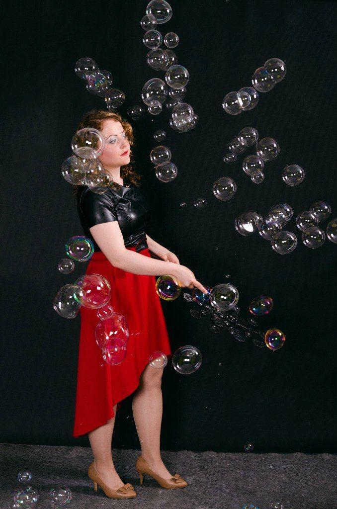 Заказ шоу на Ваш праздник по телефону 8-923-799-33-34 - фото 11100404 Шоу мыльных пузырей Евгении Коростелевой