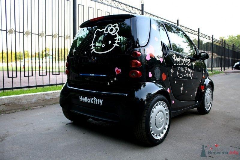 Черный свадебный автомобиль украшенный в стиле PRINCESS KITTY.