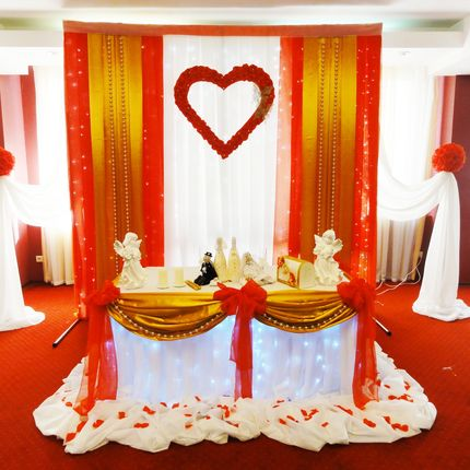 Оформление свадьбы красное с золотым