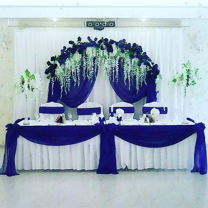 Оформление синей свадьбы с глициниями