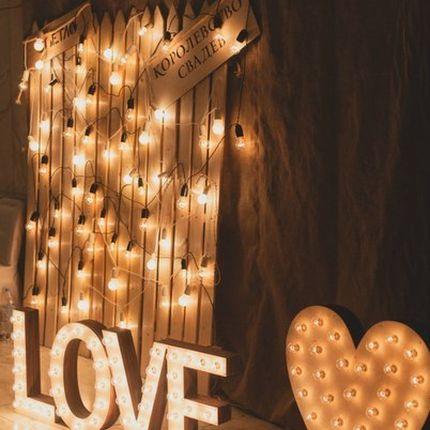 Буквы, слова и фигуры из ламп